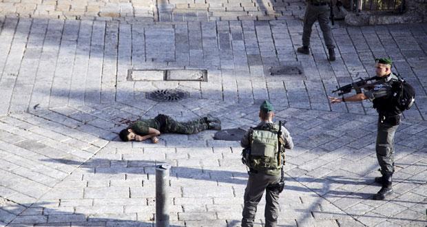 عباس يتمسك بـ(الكفاح المشروع) ويلوح بمطاردة إسرائيل قانونيا