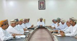 لجنة الشؤون البلدية بالمصنعة تناقش شكاوى المواطنين المتأثرة أملاكهم بطريق الباطنة الساحلي