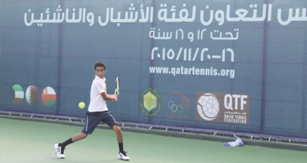 في خليجية التنس بالدوحة: منتخب الناشئين يختتم لقاءاته وينتظر مركزه بعد الجولة النهائية والأشبال يخسر من قطر