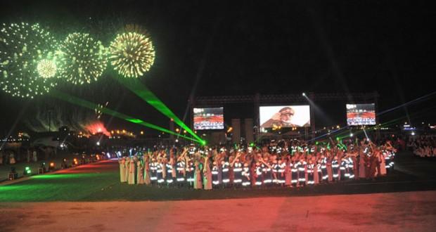 11 لوحة تحكي قصة تطور النهضة المباركة في احتفالات الداخلية والوسطى بالعيد الوطني (الـ45) المجيد