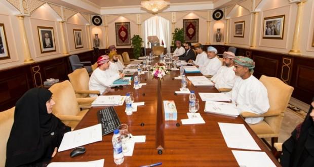 جامعة السلطان قابوس ووزارة السياحة تبحثان تعزيز التعاون في المجال السياحة