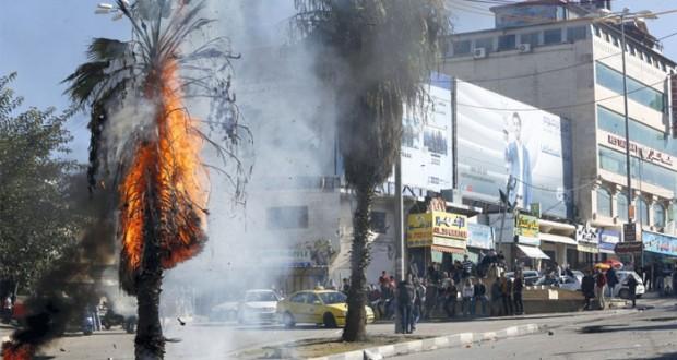 3 شهداء وعشرات الإصابات وعملية فلسطينية بالخليل