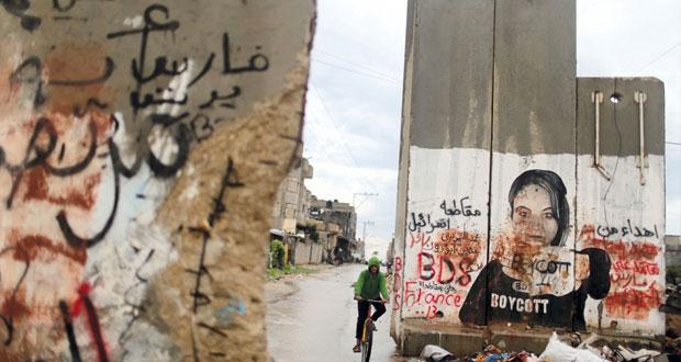 الاحتلال يكثف عسكرته بمحيط الأقصى ومستوطنوه يجددون اقتحامه