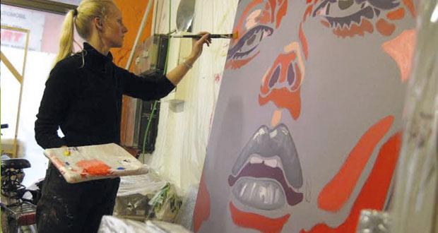 لوحات التشكيلية الهولندية مونيك فان ستين .. الوجه بوصفه أيقونة