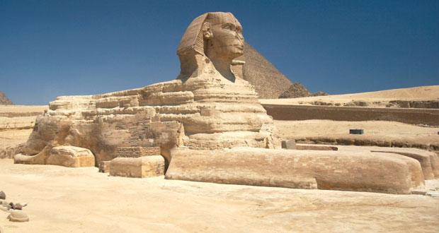 تجليات تمثال أبو الهول في معرض (فضاء) للتشكيلي المصري جمال مليكة