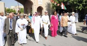وزراء الثقافة بالدول الإسلامية يشهدون افتتاح المركز الثقافي بنزوى ويتعرفون على المعالم التاريخية والحضارية للمدينة
