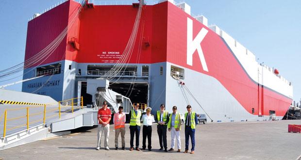ميناء صحار يستقبل أكبر سفينة في العالم لنقل المركبات