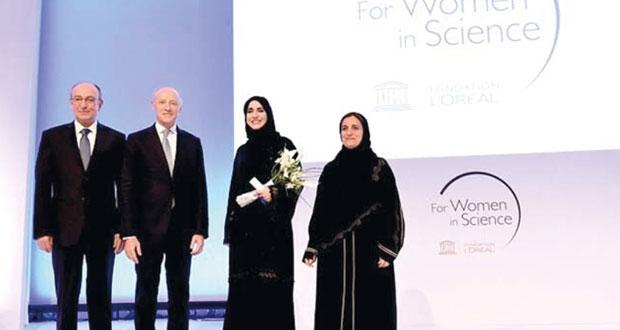 تكريم الباحثة العمانية عذراء المعولية بجائزة زمالة الشرق الأوسط (لوريال اليونسكو للعلوم 2015)