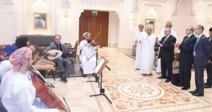 وزير الدولة والشؤون الخارجية الجزائري يزور الأوبرا السلطانية