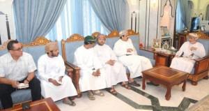 وزير الدولة ومحافظ ظفار يستقبل المهنئين بمناسبة العيد الوطنى