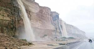 هطول أمطار تراوحت بين المتوسطة والغزيرة على ظفار والوسطى