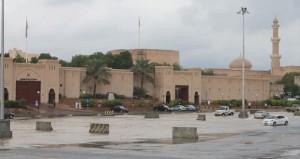 أمطار غزيرة على ولاية نـزوى وجريان عدد من أوديتها