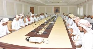 وزير الداخلية يلتقى بعددٍ من أهالي محافظة مسندم