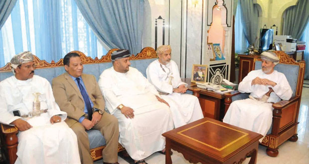 وزير الدولة ومحافظ ظفار يستقبل أعضاء اللجنة الرئيسية المنظمة لمهرجان العيد الوطني بالمحافظة
