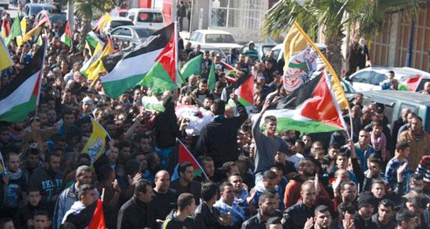 الاحتلال يداهم قرى وبلدات بالضفة ويعتقل العشرات..ومستوطنوه يقتحمون الأقصى في حراسة مشددة