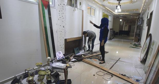 إسرائيل تطوق الضفة وقواتها تشن حملة قمع ومداهمات