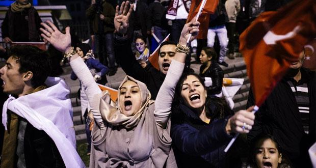 تركيا تترقب (الاستقرار) عقب فوز (العدالة والتنمية)