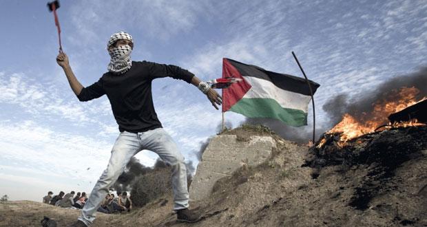 الاحتلال يداهم قرى الضفة ويعسكر شوارعها والفلسطينيون يتصدون في الخليل وجنين