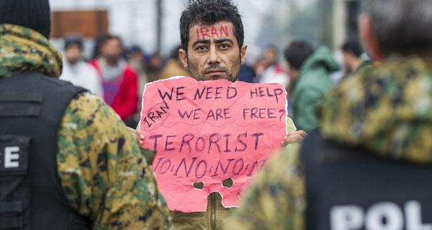 فرنسا تدعو أوروبا للكف عن استقبال اللاجئين .. وميركل تدافع عن سياستها في التعامل مع الأزمة