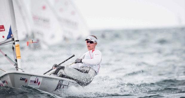 تصاعد حرارة المنافسات مع نهائيات بطولة العالم النسائية لقوارب الليزر بالمصنعة