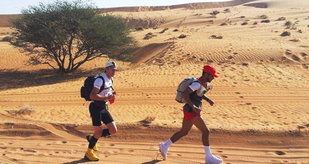 إثارة كبيرة يشهدها سباق ماراثون عمان الصحراوي العالمي