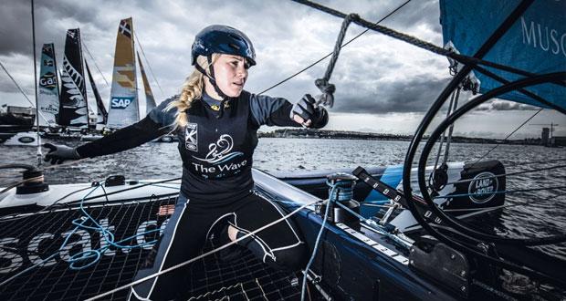البحّارة سارة أيتون من فريق الموج مسقط تتوج بجائزة كأفضل بحارة في العالم