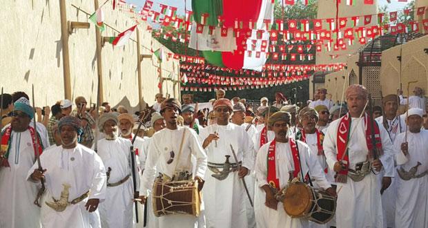 منح تدشن احتفالاتها بالعيد الوطني بمسيرة الخيل إلى نزوى
