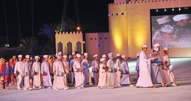 بمشاركة 4000 من أبناء المحافظة.. حمد بن ثويني يرعى احتفال جنوب الباطنة بالعيد الوطني الـ (45) المجيد