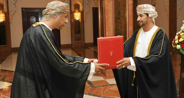 جلالة السلطان يمنح وسام عمان المدني من الدرجة الثالثة لعدد من أصحاب السعادة