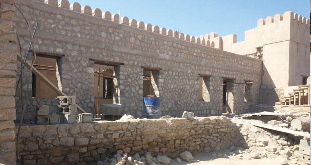 وزارة التراث والثقافة تقوم بأعمال صيانة لحصن الخابورة