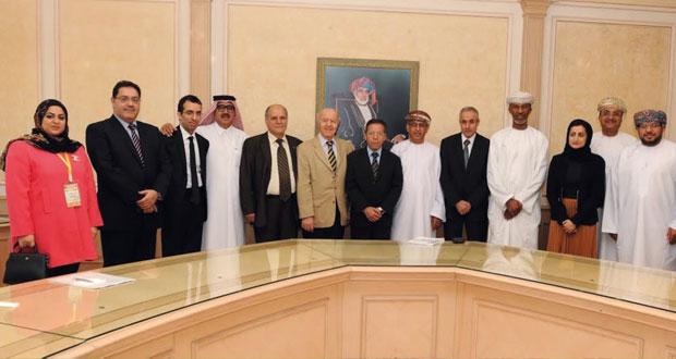 وزير الصحة يستقبل المشاركين في المؤتمر العلمي للجمعية الطبية العمانية