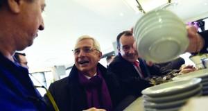 فرنسا: أولاند يدلي بصوته في الجولة الثانية من الانتخابات المحلية