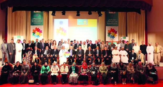 اختتام مؤتمر العلاقات البينية بين العلوم الاجتماعية والعلوم الأخرى بجامعة السلطان قابوس