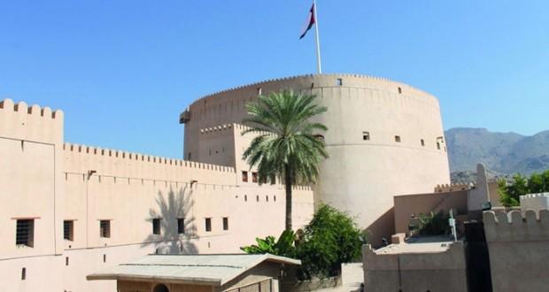 """""""الوطن"""" تتجول في قلعة نزوى"""