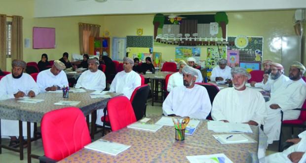 تعليمية الداخلية تنفذ برنامجا تدريبيا للمشرفين الإداريين ومديري المدارس