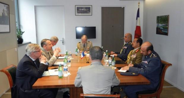 رئيس هيئة أركان الدفاع للقوات المسلحة الفرنسية يستقبل رئيس أركان قوات السلطان المسلحة