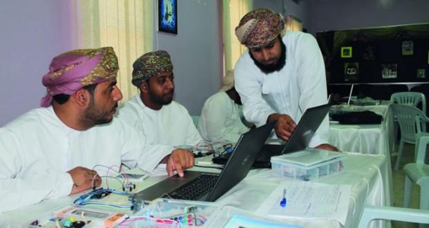 تعليمية مسقط تنظم حلقة عمل للمعلمين والمعلمات بالمدارس في برمجة حقيبة الأردوينو