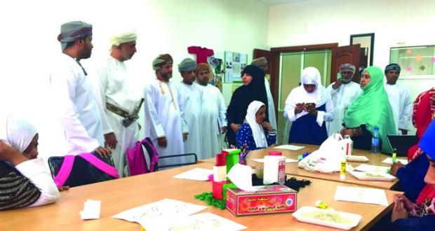 وزير التنمية الاجتماعية يزور عدداً من المؤسسات التابعة للوزارة بمحافظة ظفار