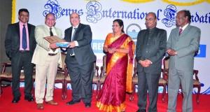 أكاديمي من جامعة السلطان قابوس يحصل على جائزة العالم المتميز العالمية فـي العمل الاجتماعي