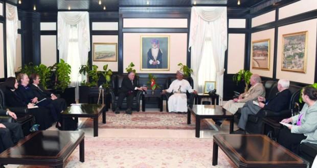 مستشار جلالة السلطان للشؤون الثقافية يستقبل وفد المجلس الوطني للعلاقات العربية الأميركية بواشنطن