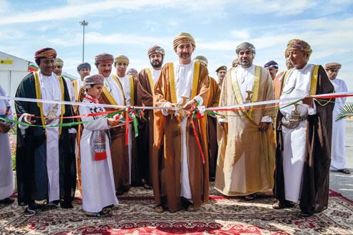 طارق بن شبيب يفتتح مشروع إنشاء رصيفي البضائع العامة والمواد السائلة بميناء صلالة