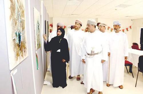 """إفتتاح معرض """"45″ ريشة بجامعة ظفار"""
