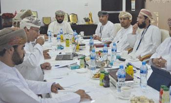 اللجنة المشتركة للتعمين في قطاع النفط والغاز تناقش التحديات التي يواجهها التعمين بالقطاع