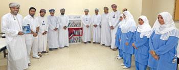 """مبادرة """"اقرأ"""" بمؤسسة الزبير تفتتح ثلاث مكتبات عامة بمستشفى الرستاق"""