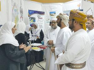 كلية السلطان قابوس لتعليم اللغة العربية للناطقين بغيرها تحتفل باليوم العالمي للغة العربية
