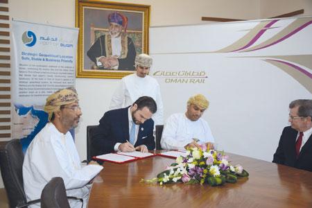«قطارات عمان» وميناء الدقم توقعان على مذكرة تفاهم للتطوير التجاري المشترك