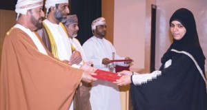 الوزير المسؤول عن شؤون الدفاع يرعى حفل تخريج الدفعة الثانية من المعهد العالي للقضاء بنـزوى