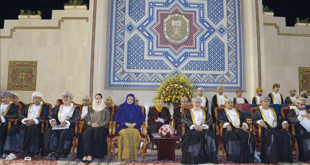 وزير الدولة ومحافظ ظفار يرعى تخريج طلاب وطالبات الكليات العلمية بجامعة السلطان قابوس