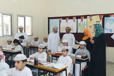وزيرة التربية والتعليم تزور عددا من مدارس محافظتي البريمي والظاهرة