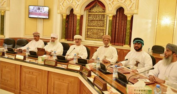 بلدي مسقط يطالب بمحاسبة أصحاب حملات الحج الوهمية والاهتمام بالمساجد والجوامع ويستعرض فعاليات مهرجان مسقط 2016